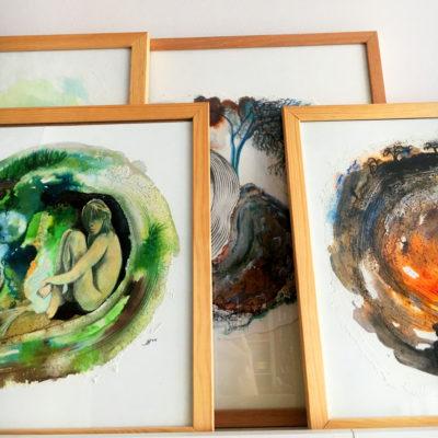 œuvres sur papier sous-verre, cadres bois chêne clair
